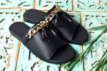 Get the tassels flats Black