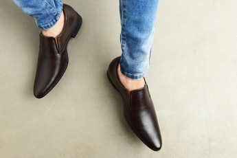Classic synthetic leather shoe