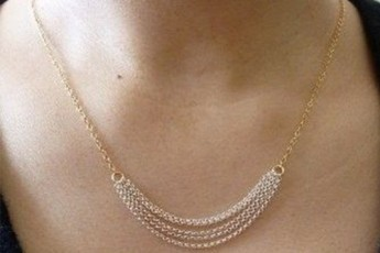 Curved chain necklace