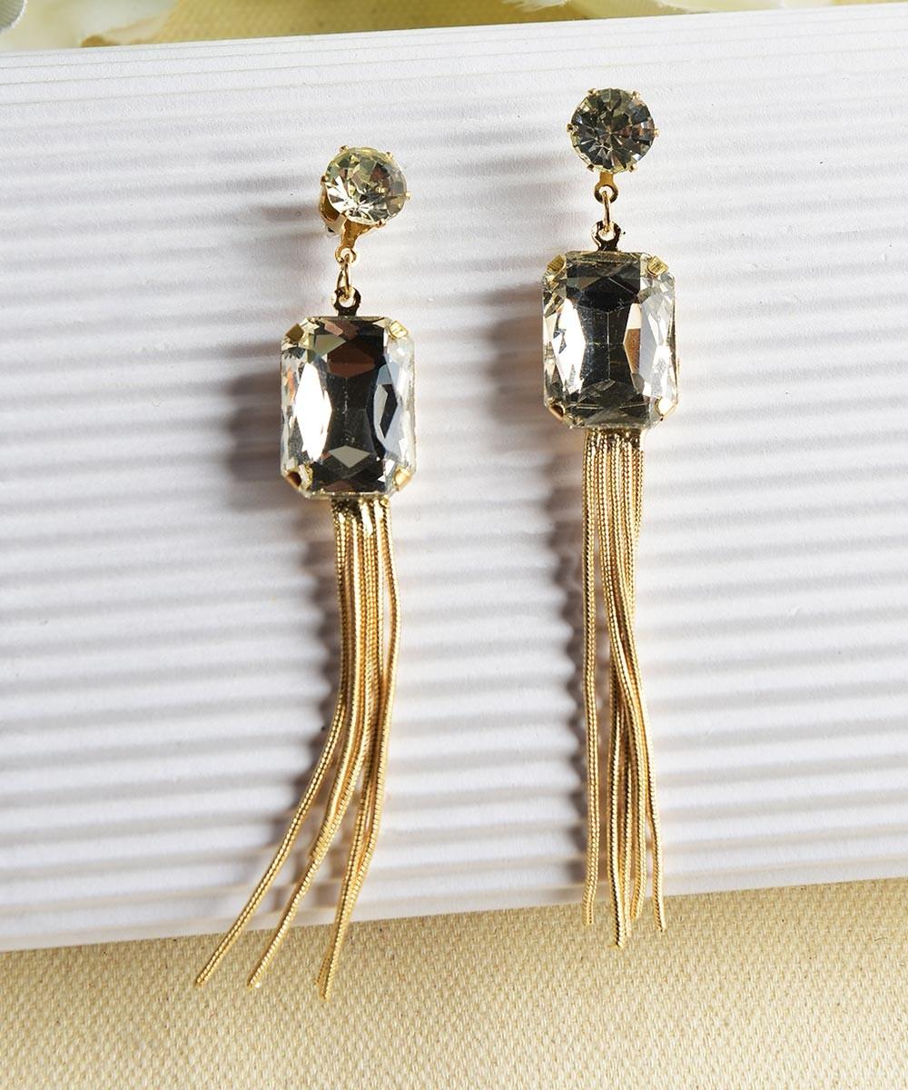 Graceful stories earring