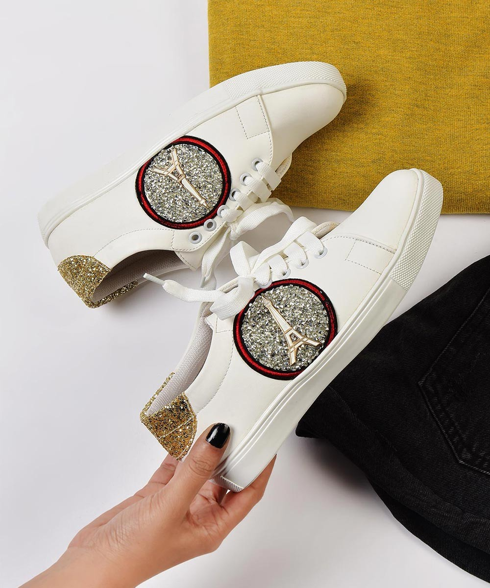 A perfect lace up sneakers