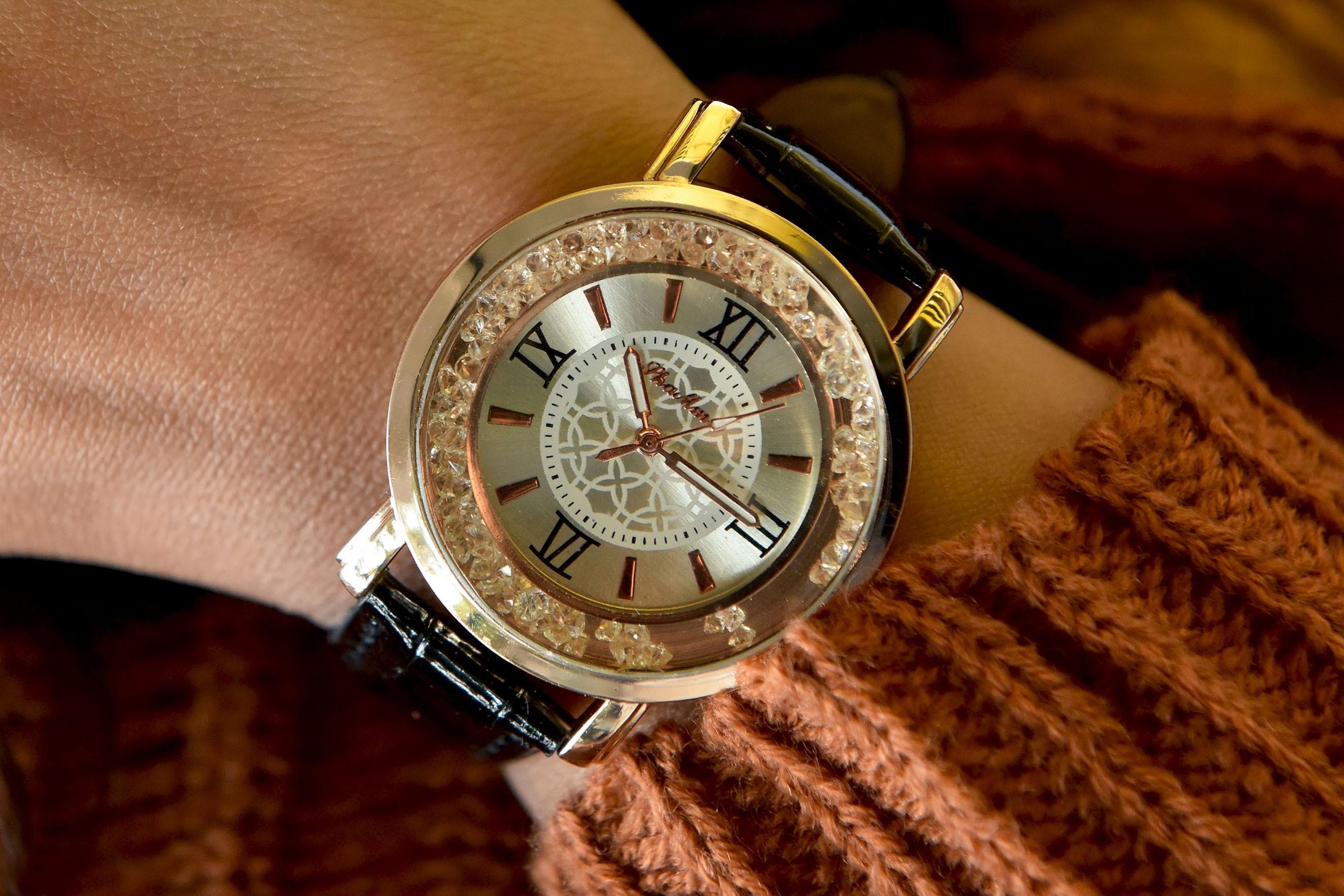 Womens - Pearl black strap watch
