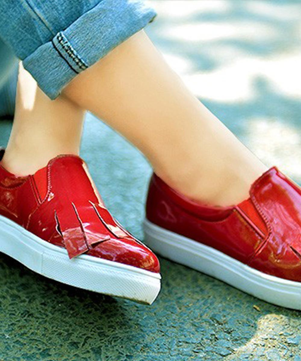 Red tassels sneakers