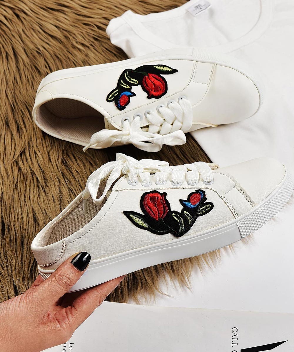 Rose patch white sneaker