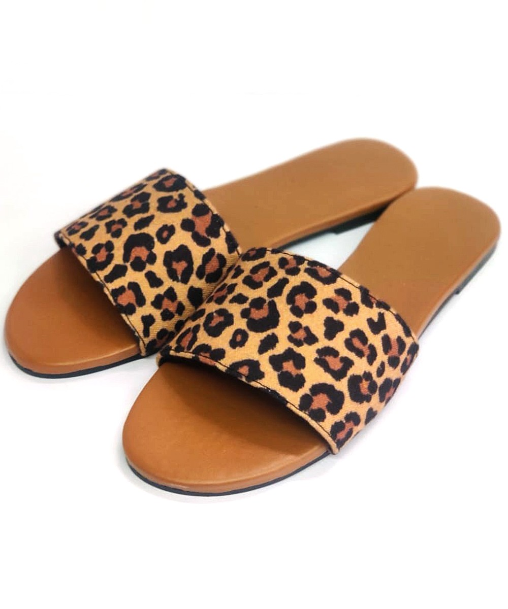 Animal print affair flat