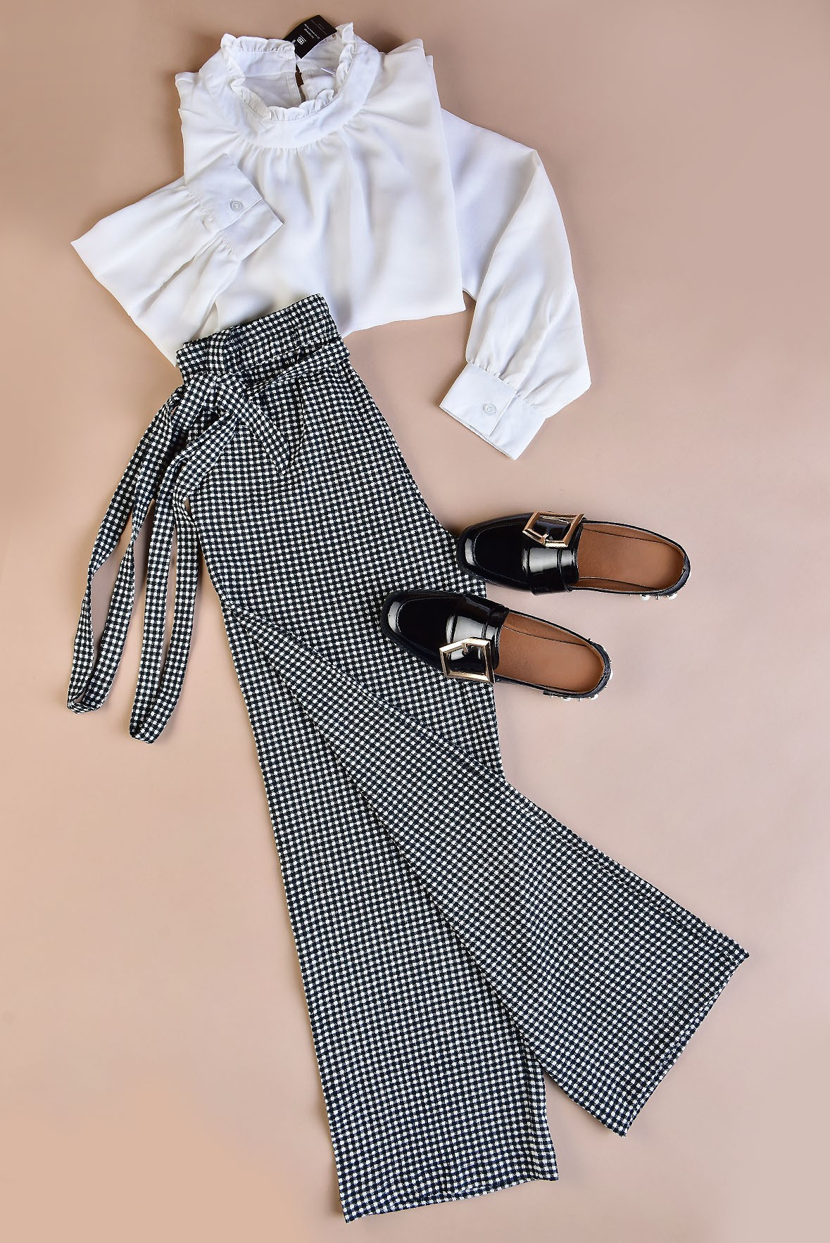 Set- White beauty top with checked trouser