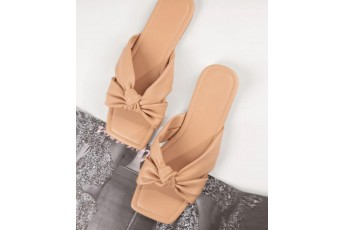 A beautiful bow know flats