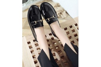 Gothic girl play black shoes