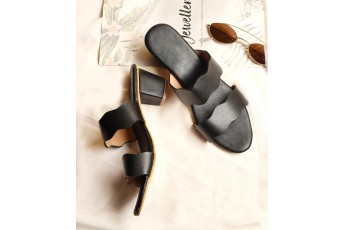 Elegant detail strap black heel
