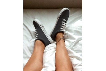 Classic country charcoal grey sneakers