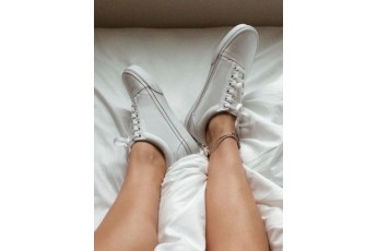 Classic country white sneakers