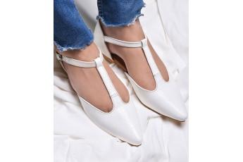 White toe flats