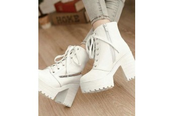 Kawai white boots