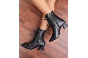 I am a classy queen black boots